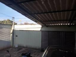 Vendo casa com 03 quartos sendo 01 suíte no Vila Brasília