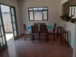Residência com quintal , terreno inteiro 10 x 30