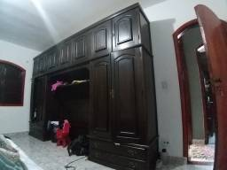 Armário de madeira pura