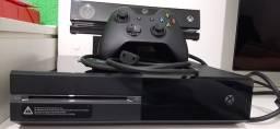 Xbox One 500 GB com Kinect e 2 jogos,semi novo ,estado de zeroo