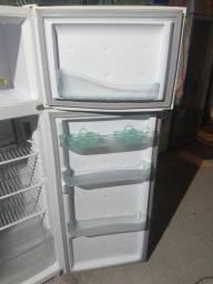 Título do anúncio: Vendo geladeira Consul duplex 340L