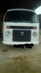 Vendo uma Kombi branca conservada, ano 2011/2012 no valor de 25.000