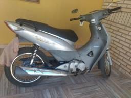 Vendo moto biz 2006  Ela é Partida Elétrica