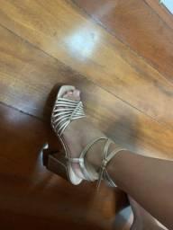 Sandália maravilhosa da moda