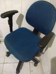 Vendo 3 cadeiras para escritório usadas