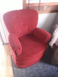 Poltronas, cadeiras e mesa de manicure