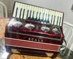 Título do anúncio: Sanfona Scala 80 baixos