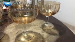 Jogo de taças antigas de champagne trabalhadas