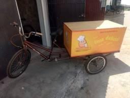 Vendo triciclo por 1400$.