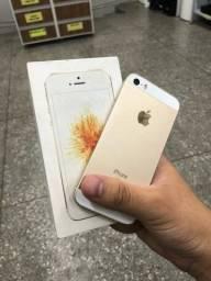 Título do anúncio: iPhone SE Gold seminovo >> caixa e garantia
