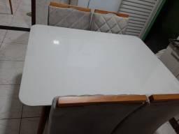 Título do anúncio: Vendo mesa em vidro laca 4 cadeiras nota fiscal.