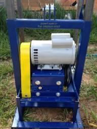 Perfuratriz para poços e sondagens cabeçote elétrico e bomba de lama a gasolina