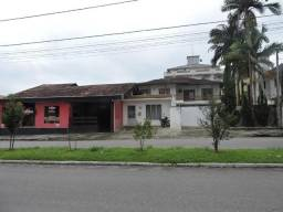 Casa com ponto comercial no Jardim Maluche-Brusque
