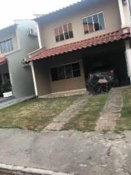 Casa no condomínio topazio