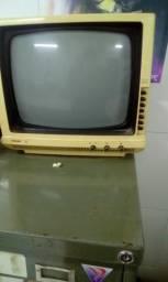 TV Philips 12 polegadas preto e branco funciona