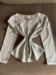 Blusa com detalhe atrás