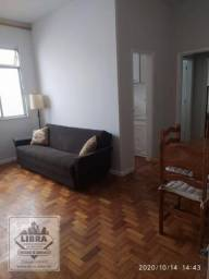 Apartamento mobiliado, 1 quarto, sala em 2 ambientes, banheiro social e cozinha.