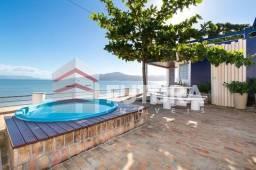 LC103F - Casa Beira Mar com Piscina - Praia de Morrinhos - Bombinhas/SC