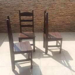 Título do anúncio: 4 cadeiras comuns 50,00