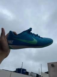 Tenis de Futsal Nike - Tamanho 39