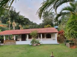 Título do anúncio: Chácara com casa e riacho na região Serrana