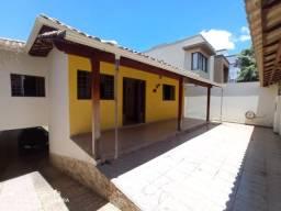 Excelente casa individual com sistema de aquecimento solar 3 quartos, suíte, Bairro Cabral