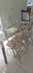 Mesa com tampa de vidro temperado