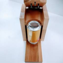 """Furador de latas para tomar na """"Bundinha"""" com sal e limão"""