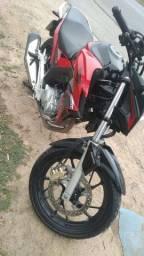 Vende-se CB 250cc.