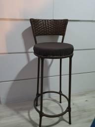 Título do anúncio: Conjunto de 6 cadeiras de junco para balcão semi novas.