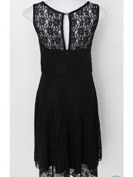 Título do anúncio: Vestido de renda preto M com bojo