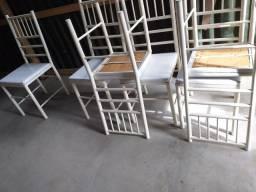 6 cadeiras reforçada usada bom estado *** entrego