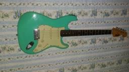Guitarra Memphis mg32 com afinador digital embutido