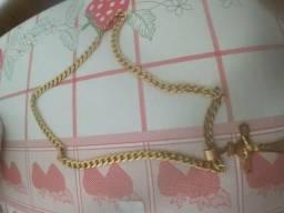 Cordões e pulseiras banhado a ouro