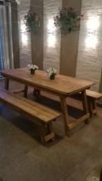 Mesa churrasco madeira com 2 banco e pés dobráveis na cor rustica