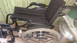 Vendo essa cadeira de rodar semi-nova por 560
