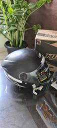 Dois capacetes na caixa