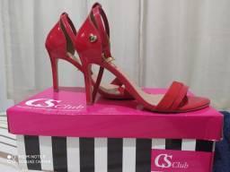 Sandália de marca semi nova