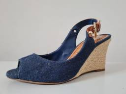Vendo esses dois sapatos um santa Lolla e o outro sapatinho de luxo usando apenas uma vez