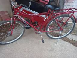 Bicicleta vermelha em boas condições de uso