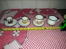 Belo conjunto antigo de 4 xícaras e 3 pires, esmaltados