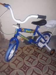 Bicicleta infantil da marca Carrera