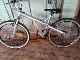 Vendo bicicleta alumínio bem comservada