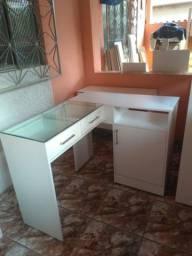 Mesa em L para manicure com vidro