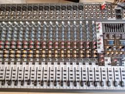 Mesa Bheringer Eurodesk 24 canais - SX2442FX
