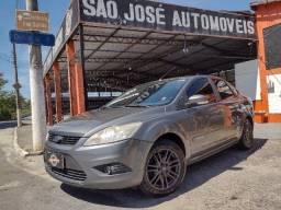 Ford Focus Sedan  automático 2.0 16V 4P em perfeito estado