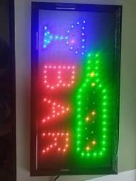 Placa decorativa em led , whats na descrição