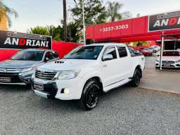 Toyota Hilux branca