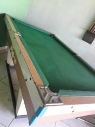 Mesa de sinuca conservada