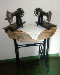 Pé de ferro antigo e máquinas de costura